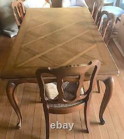 Beautiful French solid Oak Extending Dining Table and 4 chairs (KT13 area)