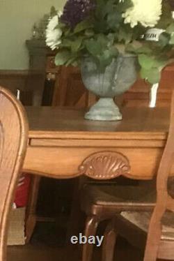 Bataille Antique Chêne Sculpté Français Table À Manger Extensible Et 4 Chaises Rush