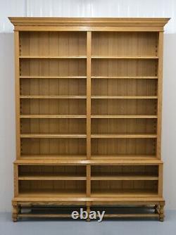 Bibliothèque De Bibliothèque Ouverte En Chêne Léger En Deux Parties Sur Les Pieds Tournés Très Solide