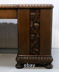 Bureau En Chêne Du 20ème Siècle Avec Des Raisins Et Des Feuilles De Vigne Carvings & Sliding Shelfs