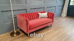 Canapé. Canapé Com Ruby 2 Places En Velours Rose Dusty Rose Avec Pieds En Chêne Rrp £1350