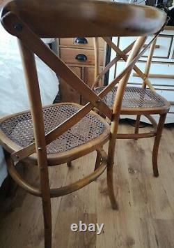 Paire De Chaise En Bois Massif Traditionnel À Travers Le Dos Bentwood